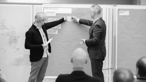 Metaplaner Jens Kapitzky und Dr. Bennet van Well in einer Moderation